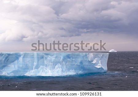 Large Icebergs in Antarctic Sound