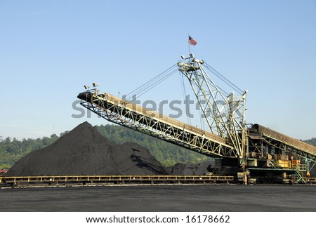 Large Industrial Machine used to Load Coal into Trains, Barges and Trucks - stock photo