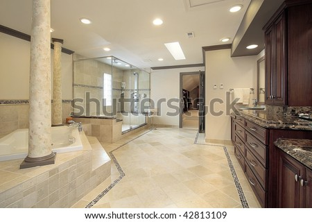 Large master bath with columns