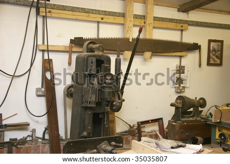 large mechanical tools used in a carpenters workshop