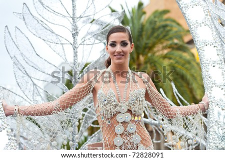 LAS PALMAS - MAR 5: Queen Laura Ojeda from Canary Islands during the Great Carnival Parade on March 5, 2011 in Las Palmas, Spain