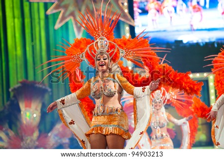 LAS PALMAS , SPAIN - FEBRUARY 10: Unidentified members from dance group Comparsa Araguime, from Canary Islands, during the Adult Dance Contest on February 10, 2012 in Las Palmas, Spain