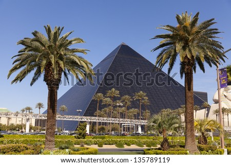 LAS VEGAS - APRIL 19:Luxor Hotel on April 19, 2013  in Las Vegas. Luxor offers guests 4,400 rooms, including 442 suites and a 120,000 sq ft casino. - stock photo
