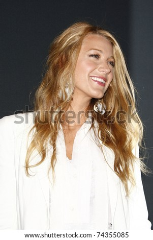 LAS VEGAS - MAR 30: Blake Lively arrives at a Warner Bros. Pictures presentation to promote the new film, 'Green Lantern' at Caesars Palace during CinemaCon on March 31, 2011 in Las Vegas