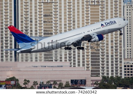 LAS VEGAS - NOVEMBER 12: Boeing 767 Delta Air Lines taking of from McCarran Airport located in Las Vegas, USA on November 12, 2010. 767 is the most popular long range plane used by commercial airlines - stock photo