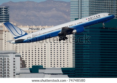 LAS VEGAS - NOVEMBER 12: Boeing 757 United climbs from McCarran airport in Las Vegas, USA on November 12, 2010. United is one of the world's largest airlines with 48,000 employees and 359 aircraft