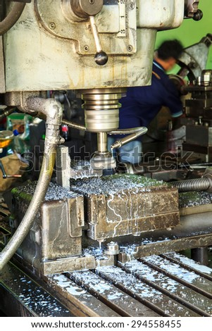 Lathe Turning the metal industry to produce and crafts.
