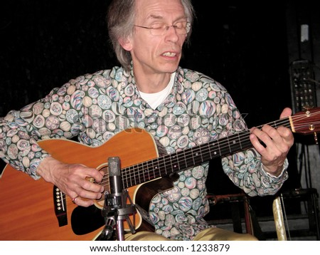 Legendary Yes guitarist Steve Howe is currently on a solo tour of the United States. Here Steve is pictured on-stage at the Headliner in Neptune NJ.