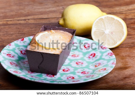 lemon cake on green plate on the wooden table.