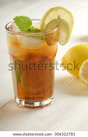 lemon ice tea on white wooden background