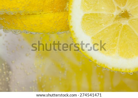 Lemon in water with bubbles