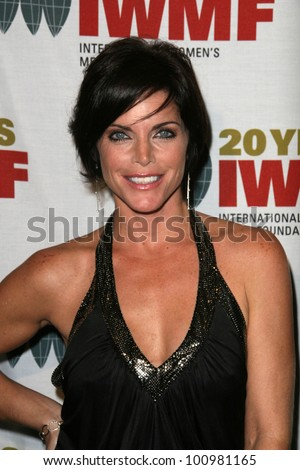 Lesli Kay at the 2010 Courage in Journalism Awards, Beverly Hills Hotel, Beverly Hills, CA. 10-21-10