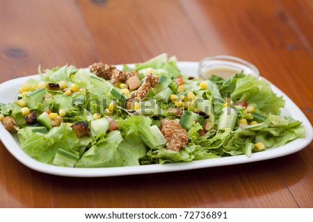 Lettuce, carrot, croutons, pine-seeds, cucumbers, chicken