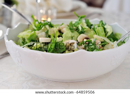 Lettuce salad with fresh mushrooms