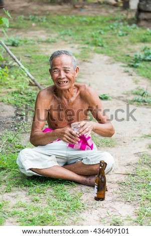 Lifestyle grandfather drinking in the park