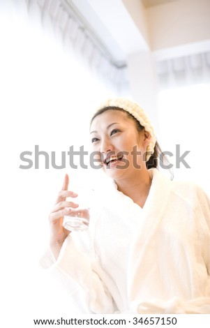 LIFESTYLE IMAGE-a Japanese woman wearing a bathrobe