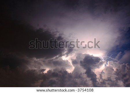 lightning bolt in cloudly sky