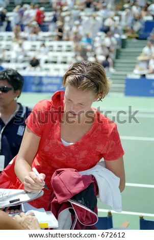Lindsay Davenport Signs Autographs After Defeating Barbara Schett, 2001 Acura Classic - stock photo