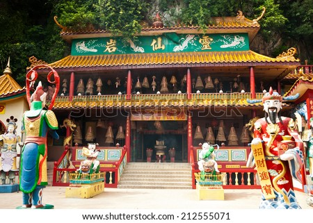 Ling Sen Tong, Temple cave, Ipoh - Ling Sen Tong is a beautiful Taoist cave temple located at the foot of a limestone hill in Ipoh, Perak. - stock photo