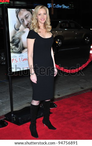 "Lisa Kudrow at the world premiere of her new movie ""P.S. I Love You"" at Grauman's Chinese Theatre, Hollywood. December 9, 2007  Los Angeles, CA Picture: Paul Smith / Featureflash"