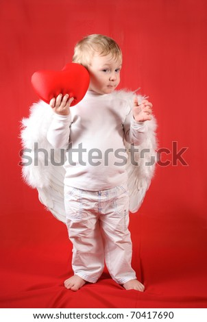 Little amour blond boy with red heart