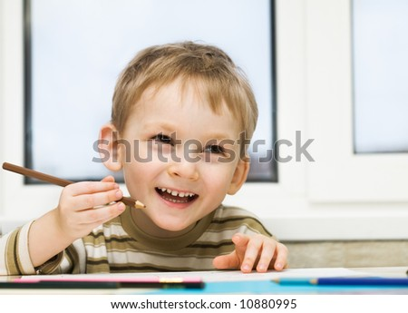 Little boy draws a picture - stock photo
