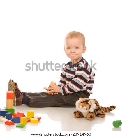 little boy play with bricks