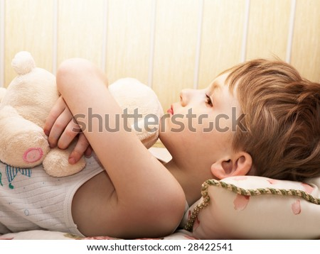 Little boy with a bear reflects - stock photo