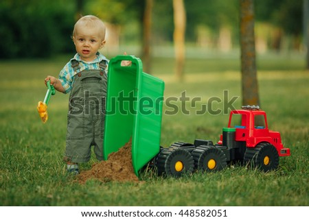 little constructor with shovel