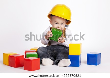 little engineer plays with cubes