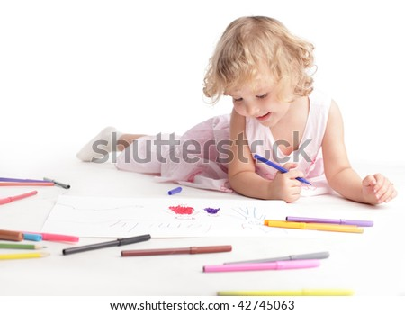 Little girl drawing the family