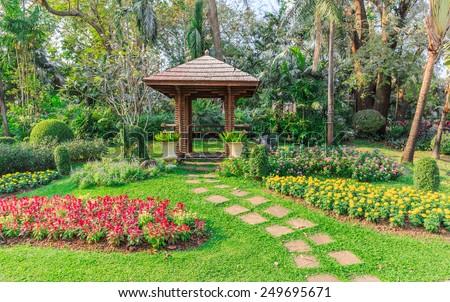 Superb Little Hut In The Garden An