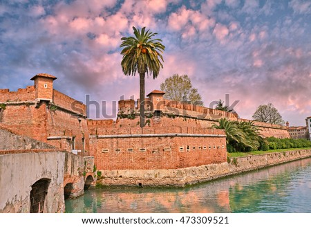 Livorno (Leghorn), Tuscany, Italy: the old fortress Fortezza Nuova surrounded by a navigable moat, It was built to defend the city from attack by pirates.