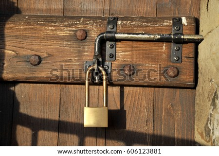 lock - close the door - Safety & Old Doors Lock Wood Barn Stock Photo 50907085 - Shutterstock pezcame.com