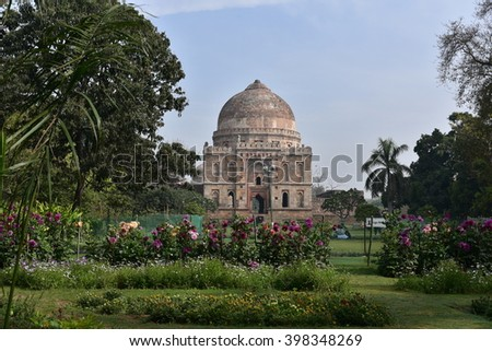 Lodhi Gardens, New Delhi, Bara Gumbad or Dome, it was constructed in 1490. It's construction is generally attributed to Sikandar Lodi, Ancient Mughal Architecture in India - stock photo