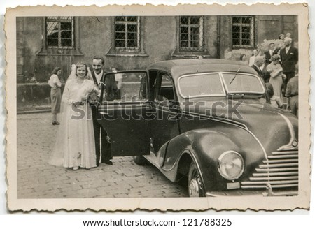LODZ, POLAND, CIRCA 1938 - Vintage photo of newlyweds getting in the car, Lodz, Poland, circa 1938