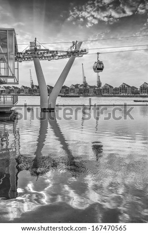 London cable car. - stock photo