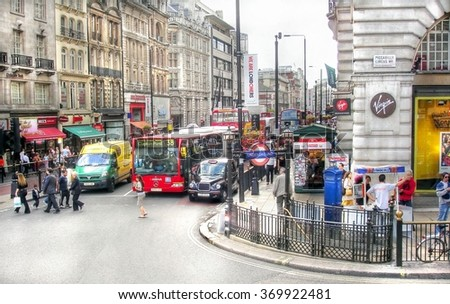 LONDON , ENGLAND - 25 august 2006 ; traffic and people seen on the famous and Always crowded  piccadilly circus in the centre of London - stock photo