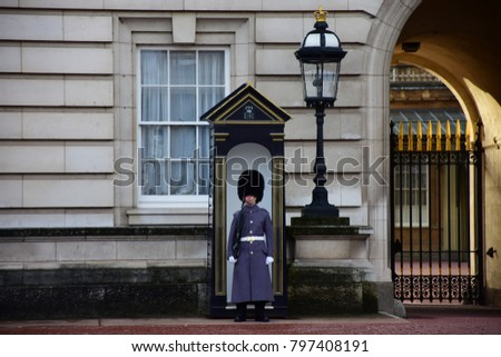LONDON, ENGLAND GREAT BRITAIN – DECEMBER SATURDAY: View of an isolated guard in front of Buckingham Palace into winter dress - Royal Central. The picture has been taken on 30th DECEMBER 2017.