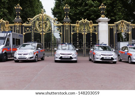 LONDON - JULY 20 : Police cars at Buckingham gates pictured on July 20th, 2013, in London, UK. The security was increased since Princess Middleton is about to deliver her son. - stock photo