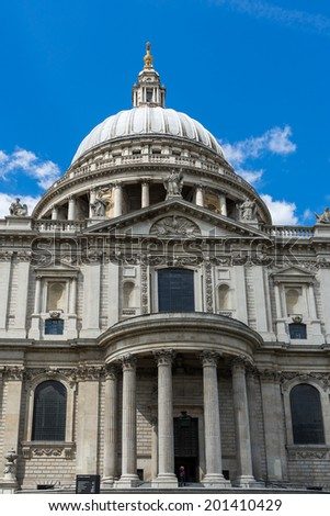 LONDON - JUNE 25 : View of St Paul's Cathedral in London on June 25, 2014. Unidentified person.