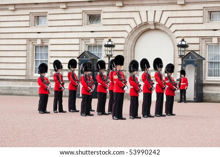 LONDON - MAY 07: changing of the guard in Buckingham Palace, on May 7, London 2010, Great Britain - stock photo