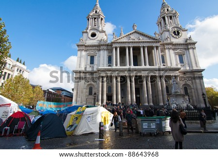 LONDON - NOV 4: Occupy London protest gather to protest for economic equality during the OccupyLSX protest at St Paul's in London, England on Nov 4, 2011. - stock photo