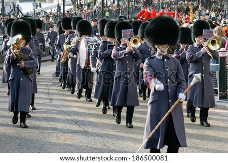 LONDON - NOVEMBER 12 : Band of the Honorable Artillery Company marching at the Lord Mayor's Show in London on November 12, 2005. Unidentified people. - stock photo