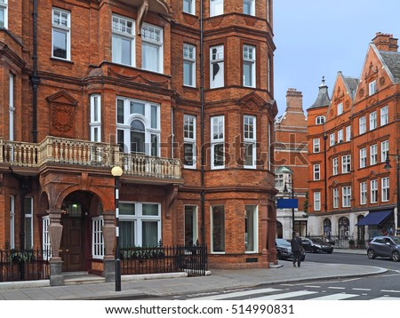 https://thumb7.shutterstock.com/display_pic_with_logo/924158/514990831/stock-photo-london-street-with-elegant-old-apartment-buildings-514990831.jpg
