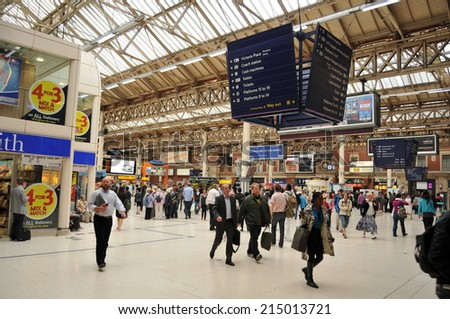 LONDON, UK - AUGUST 23, 2010: Rush hour in Victoria Station, London - stock photo