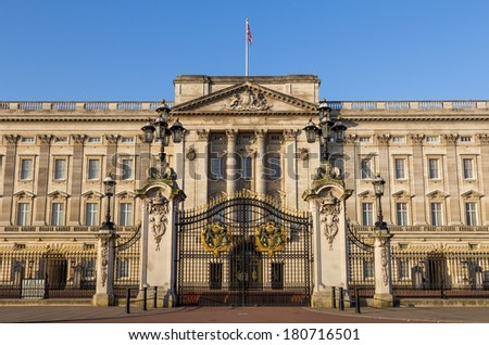 LONDON, UK - 9TH MARCH 2014: The front of Buckingham Palce in the morning at sunrise with nobody around - stock photo