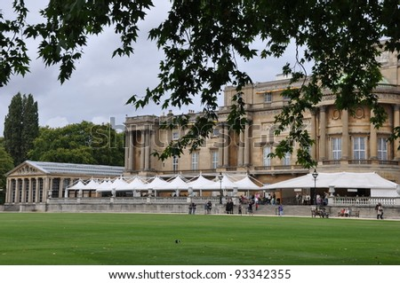 LONDON, UNITED KINGDOM - SEPT 7: Buckingham Palace main facade on September 7, 2011 in London, UK. The famous changing of the guard takes place at this location every morning at 11:30 a.m.