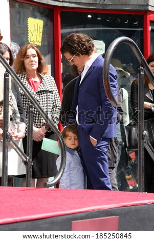 LOS ANGELES - APR 2:  Orlando Bloom, Flynn Bloom at the Orlando Bloom Hollywood Walk of Fame Star Ceremony at TCL Chinese Theater on April 2, 2014 in Los Angeles, CA