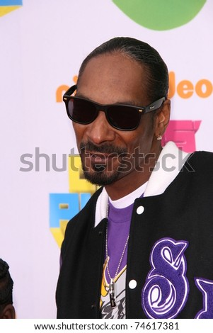 LOS ANGELES - APR 2:  Snoop Dogg arrives at the 2011 Kids Choice Awards at Galen Center, USC on April 2, 2011 in Los Angeles, CA